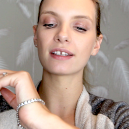 A Model Recommends Fashion Style Video