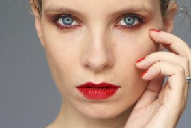 Chanel Le Rouge Collection No.1: On Video
