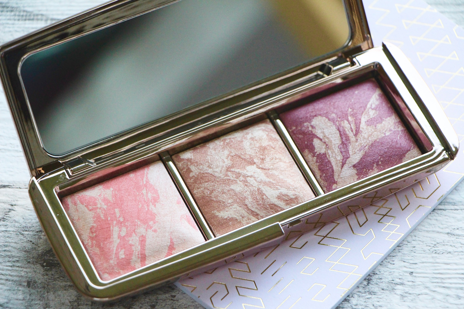 Hourglass Ambient Strobe Lighting Blush Palette Review