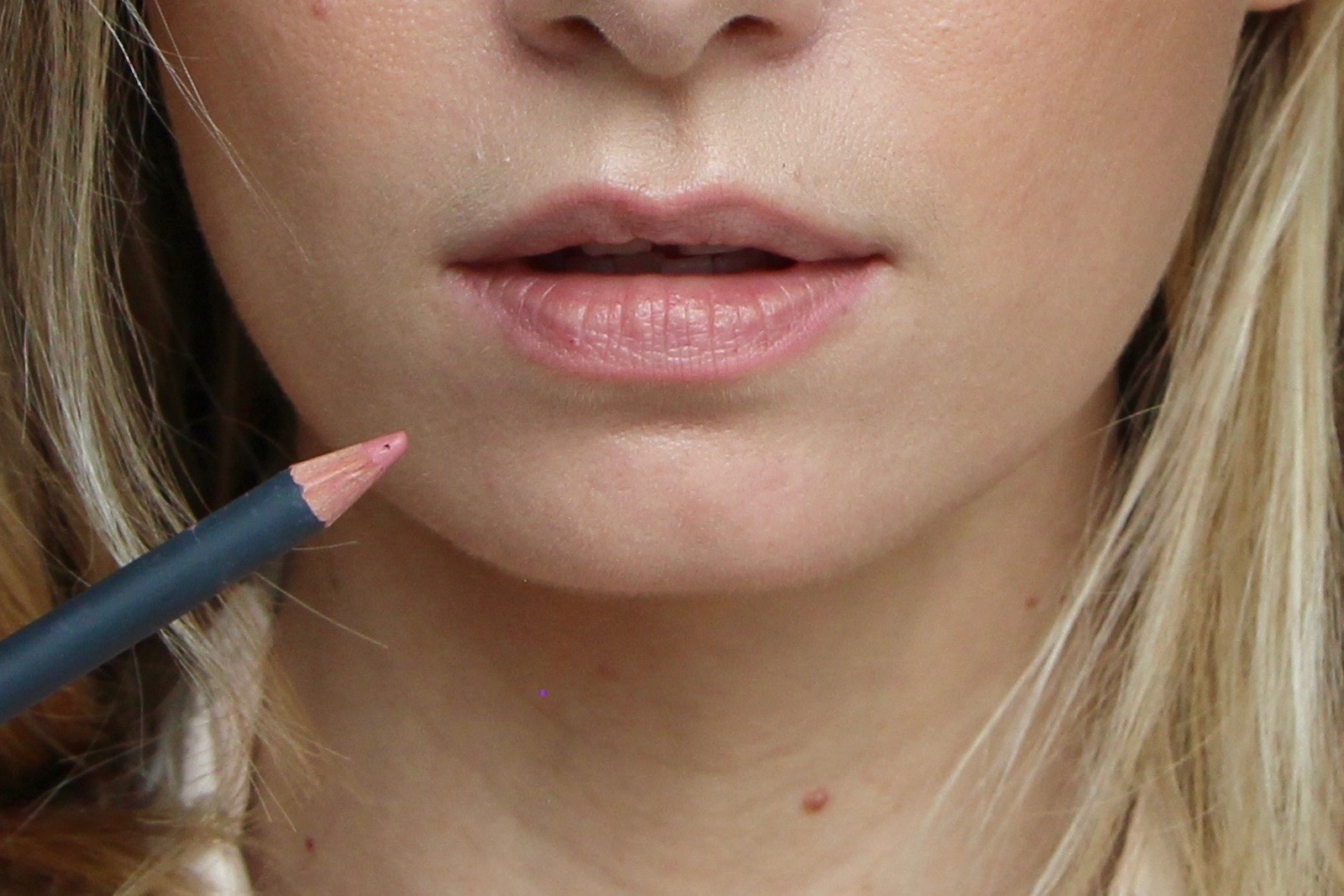 how to make lips bigger with lip liner