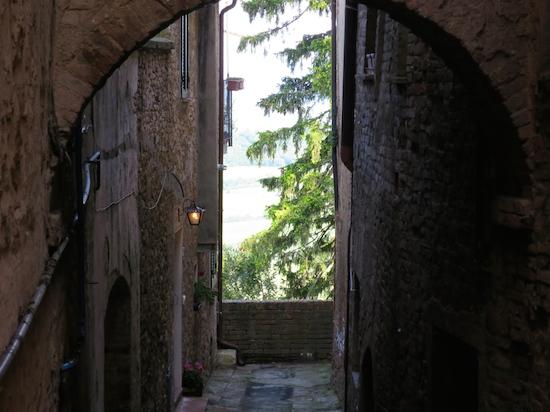 narrow street in montepulciano tuscany
