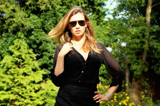 black oasis blouse and asos sunglasses