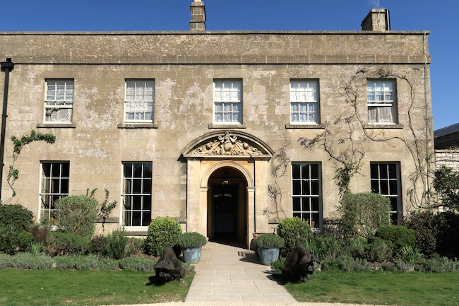 the pig hotel bath review