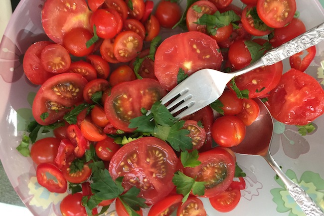 tomato parsley and chilli salad
