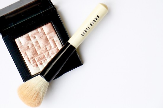 bobbi brown highlighting powder review