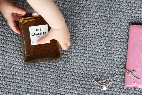 baby hand chanel no5