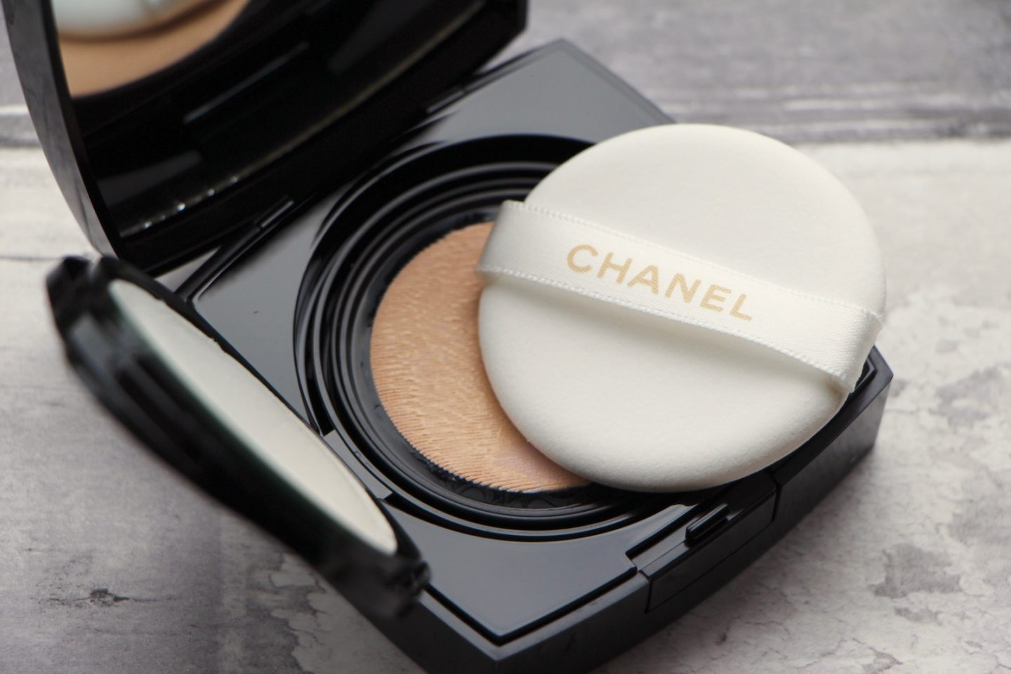 Chanel Les Beiges Gel Touch Cushion foundation review