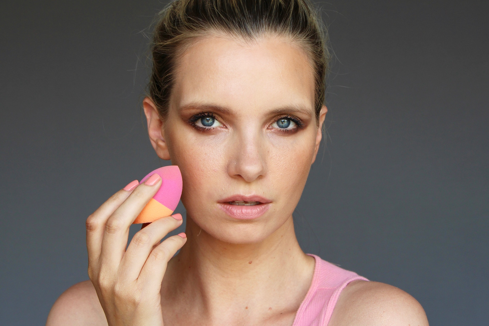 How To Apply Full Coverage Foundation A Model Recommends