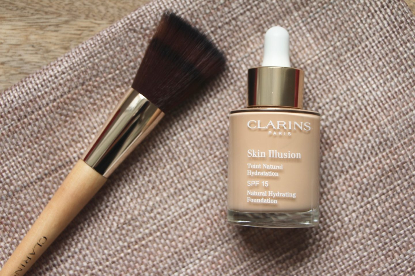 Foundation Review: Clarins Skin Illusion